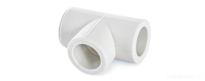 тройник полипропиленовый на белом фоне