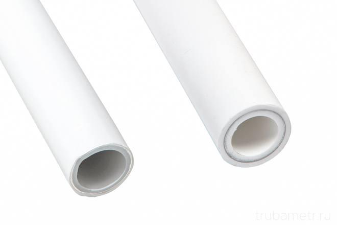армированные пп трубы на белом