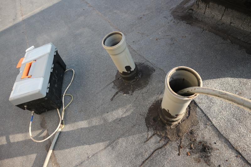 Канализационные трубы на крыше
